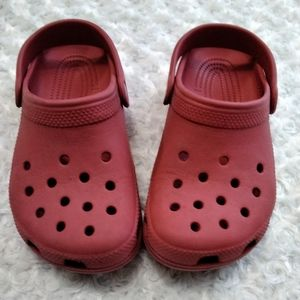 RED  CROCS FOR WOMEN OR CHILD SIZE C 3     WSIZE 5
